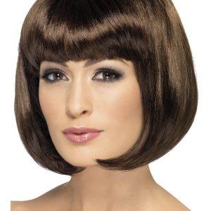 ou essayer des perruques Essayer des perruques pour éviter de regretter ou de paniquer par un trop gros changement, vous pouvez changer de coupe de cheveux de façon moins drastique.