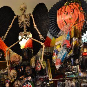 Intérieur magasin Halloween au Clown de la République
