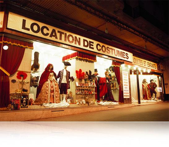 Boutique : L'académie du Bal Costumé 22 Avenue Ledru-Rollin, 75012 Paris Métro : Quai de la Rapée, Gare de Lyon ou Gare d'Austerlitz Téléphone : 01 43 47 06 08 - SARL Radio Ciné Rire