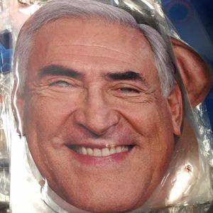 Masque en carton politique : Strauss Kahn